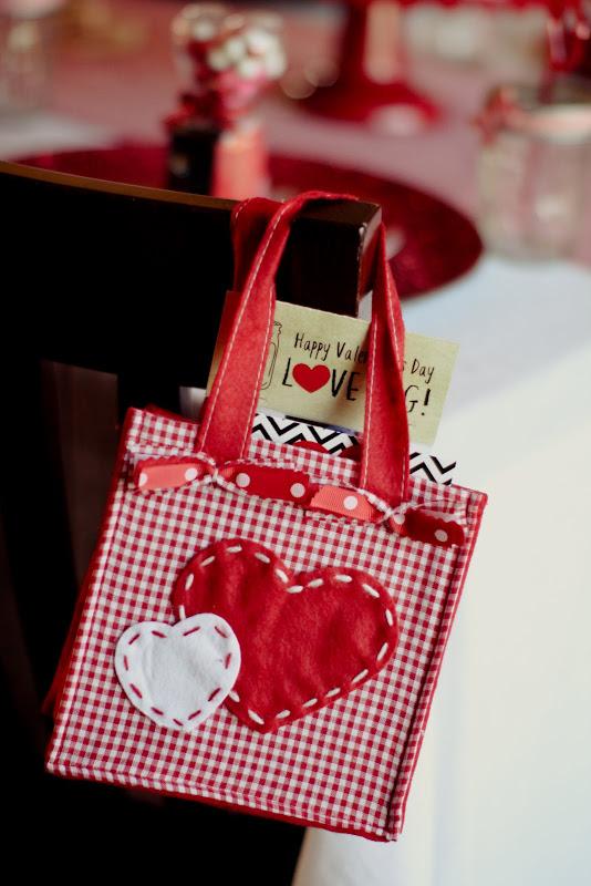 Be Mine | Vintage Valentine Dessert Table | Valentine's Day dessert table | valentine inspired dessert table | dessert table ideas | easy dessert tables | Valentine's Day desserts || JennyCookies.com #desserttable #valentinesdaydesserts #easydesserts