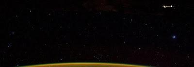 buongiornolink - Spazio, gli ufologi vedono un disco volante, invece è Topo Gigio, le foto mozzafiato
