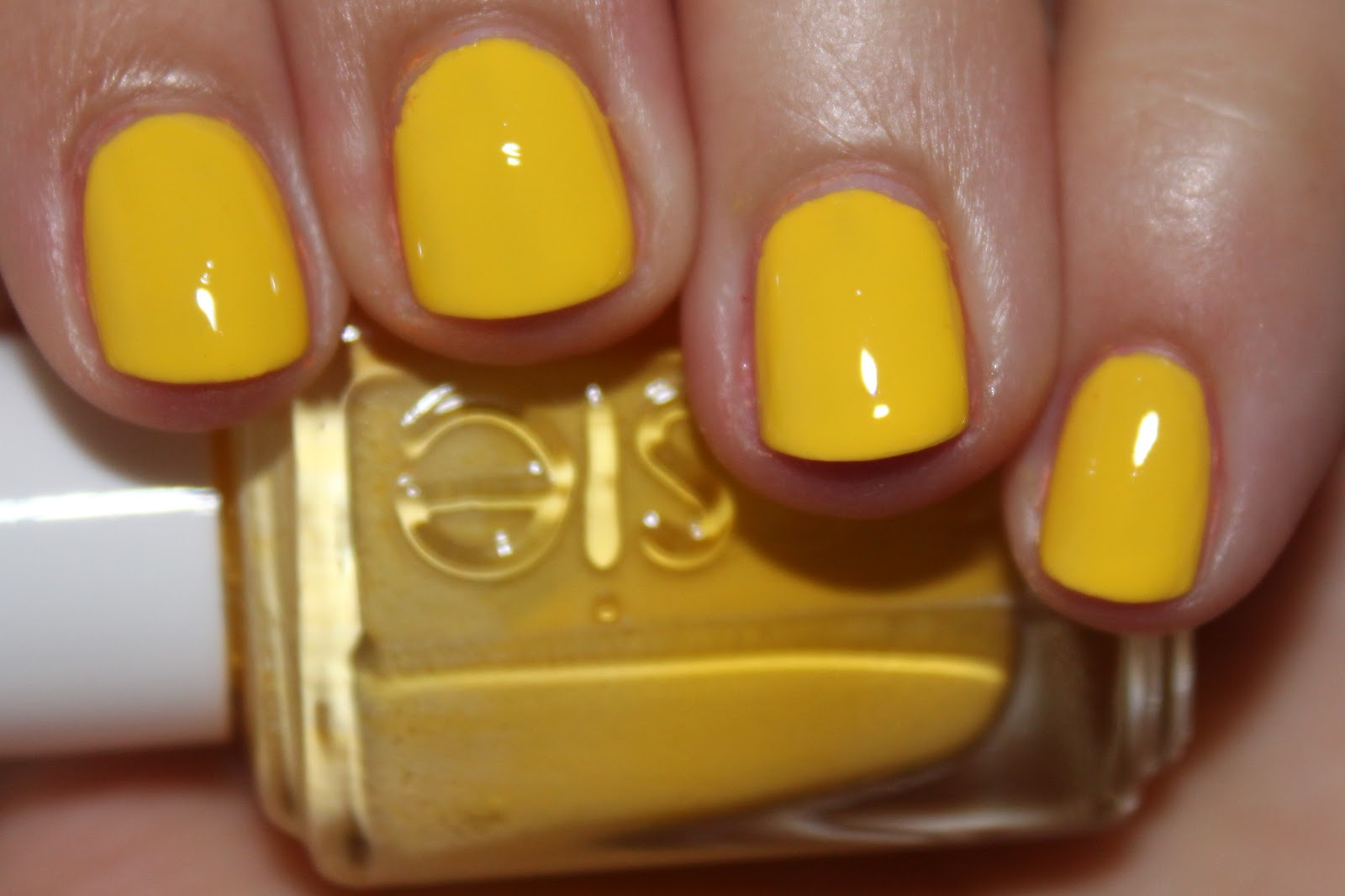 Nubbin Nails: Essie Shorty Pants
