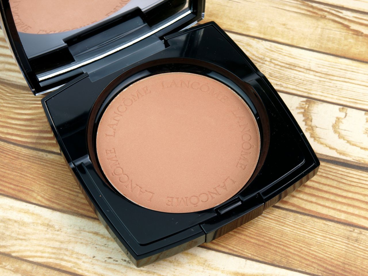 "Lancome Belle De Teint Natural Healthy Glow Sheer Blurring Powder in ""06 Belle de Cannelle"": Review and Swatches"