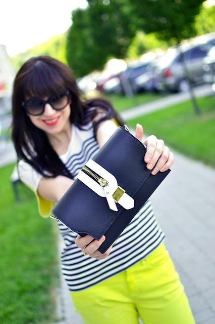 10 x NIKDY_Katharine-fashion is beautiful_Žlté džínsy_Pruhovaný top_Katarína Jakubčová_Fashion blogger