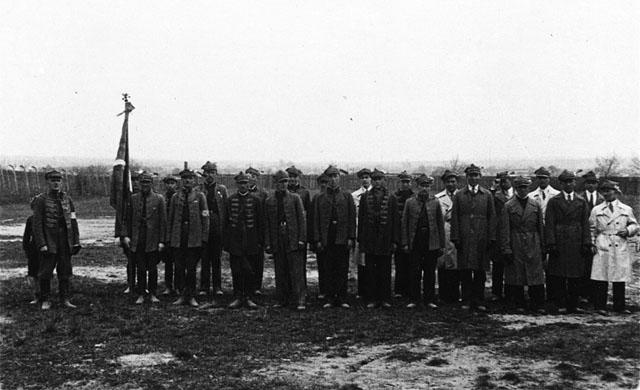 """Końskie, zbiórka Sokołów przed """"gniazdem"""". Fotografia z początku lat trzydziestych XX wieku. Fot. z kolekcji KW"""