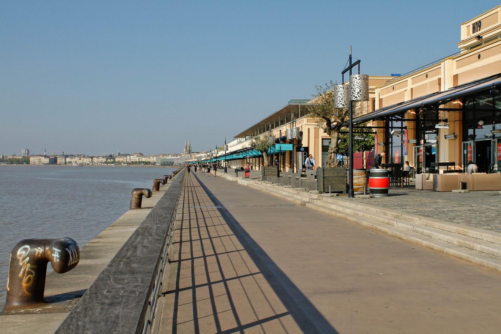 Bordeaux et ses environs les nouveaux quais de bordeaux for Appartement bordeaux quai des marques