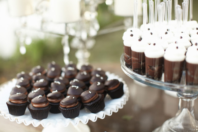 Vintage Style Dessert Table with Mini Cupcakes