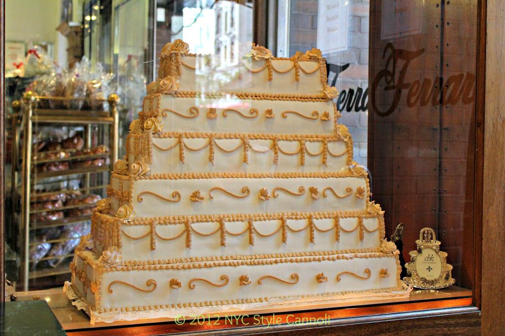mentana vs ferrara bakery - photo#39