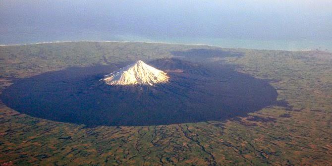Gunung Taranaki di Selandia Baru