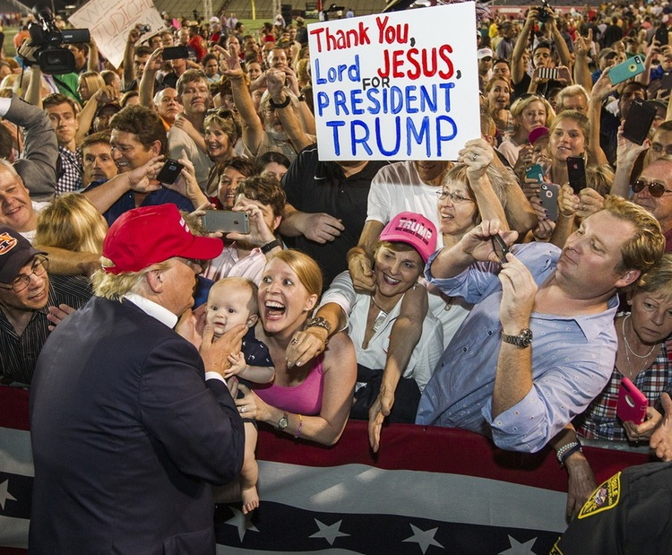 70 Of The Most Touching Photos Taken In 2015 - An enthusiastic supporter meets Donald Trump at a rally and becomes an internet sensation.