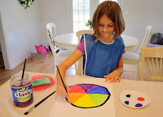 Tessa outlined her color wheel in black to make it pop.