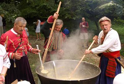 Фото Укринформ: пекари трудятся