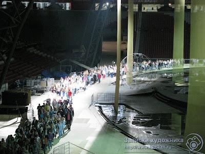 Колонны людей на репетиции открытия Универсиады на стадионе Казань-арена