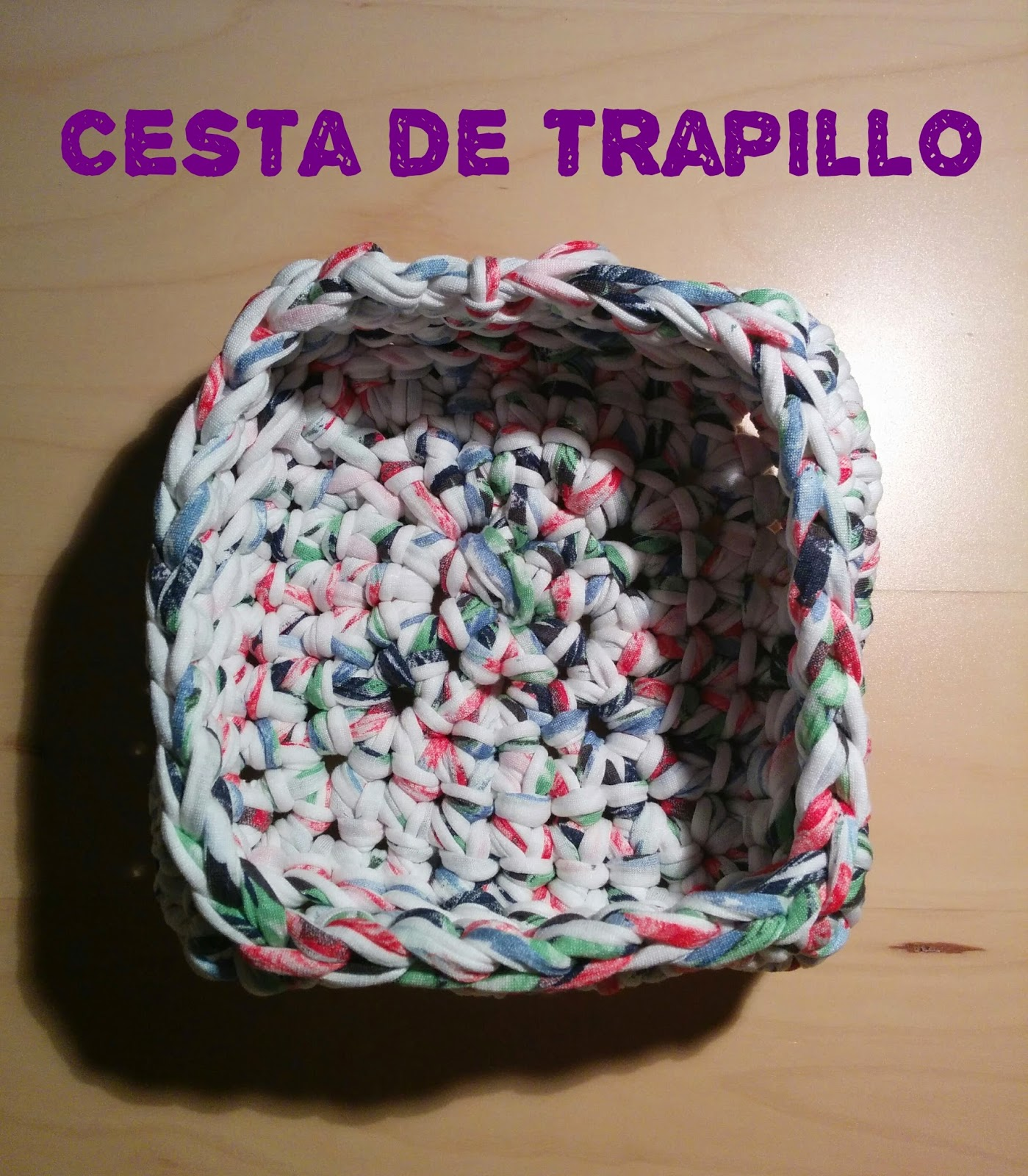 Los chiribiquis de winga cesta de trapillo cuadrada - Cosas de trapillo ...