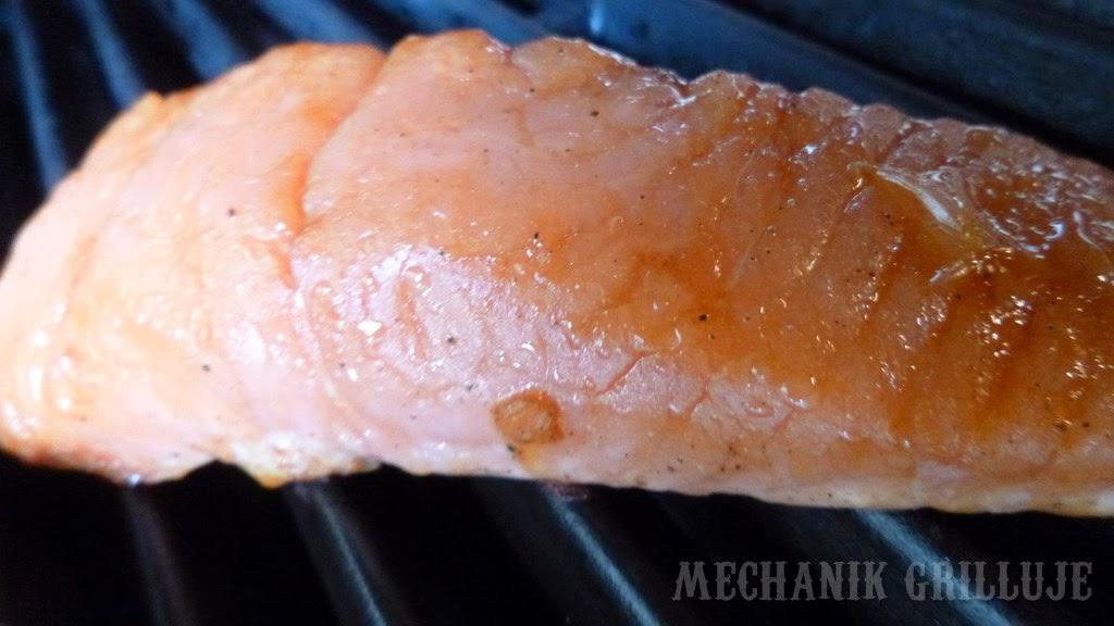 Łosoś w pomarańczach BROIL KING mechanik grilluje