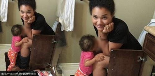 Pelik Ibu Posting Foto Menyusu Anak Sambil Buang Air Besar Dikecam