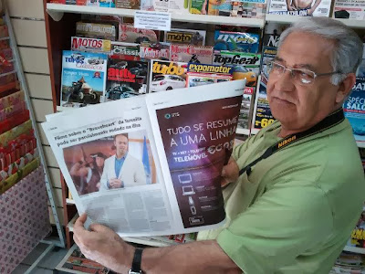 Tour Guide Francisco Cardosa holding up a copy of Diario Insular that ran a story on Peter Francisco descendant Travis Bowman