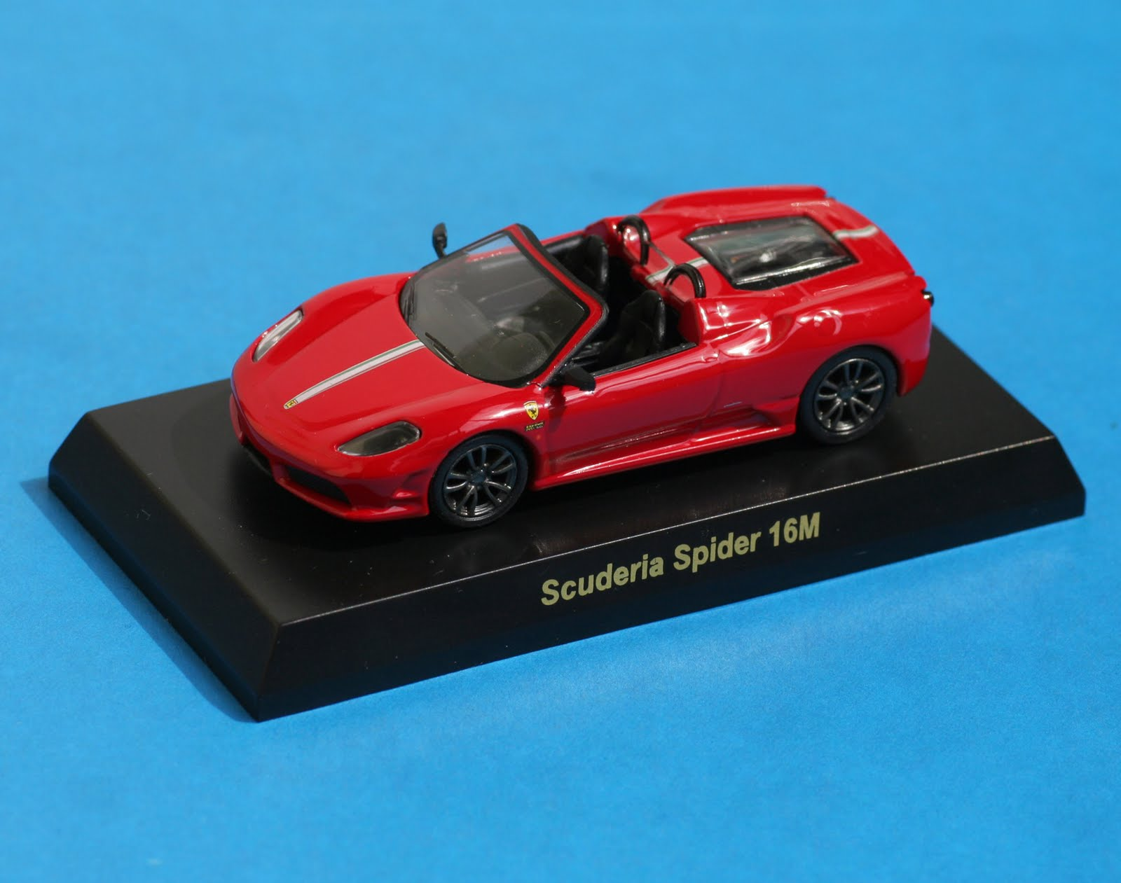 Incredible Mini Garage: Ferrari Scuderia Spider 16M 2008 Kyosho 1/64