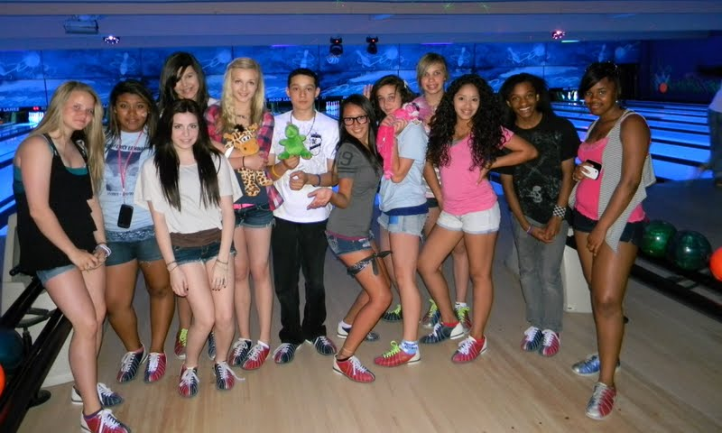 what to wear for bowling party