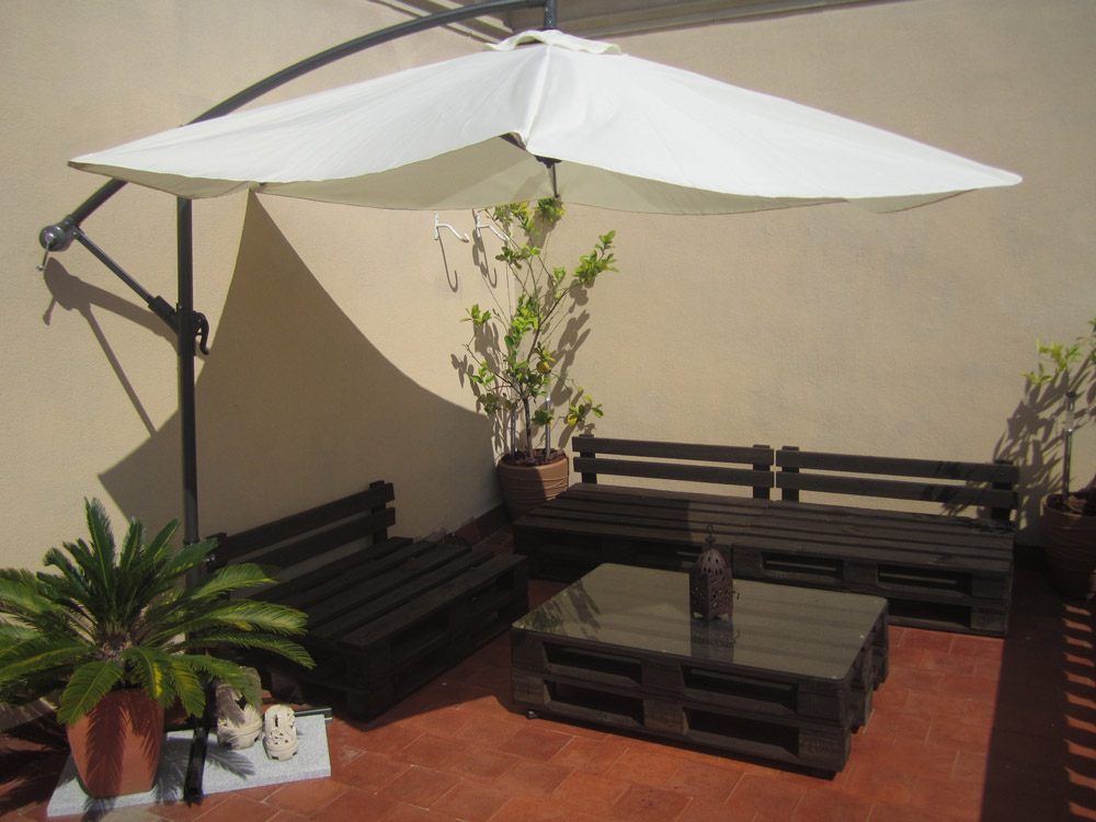 La terraza chill out de palets de ivan y anna - Ideas decorativas con palets ...