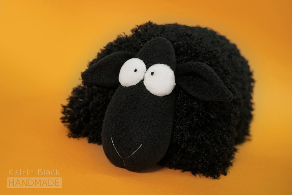 Игрушка Овечка-подушка из меха и флиса. Купить. Сшить своими руками.