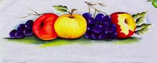pintura de uvas roxas com nectarinas