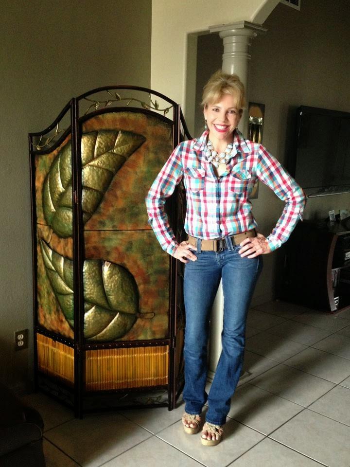 Brownsville Herald-Zeitung: Lucille Newton: Zeitung Girl...