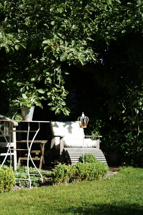 Adirondack Chair unter dem Apfelbaum { by it's me! }