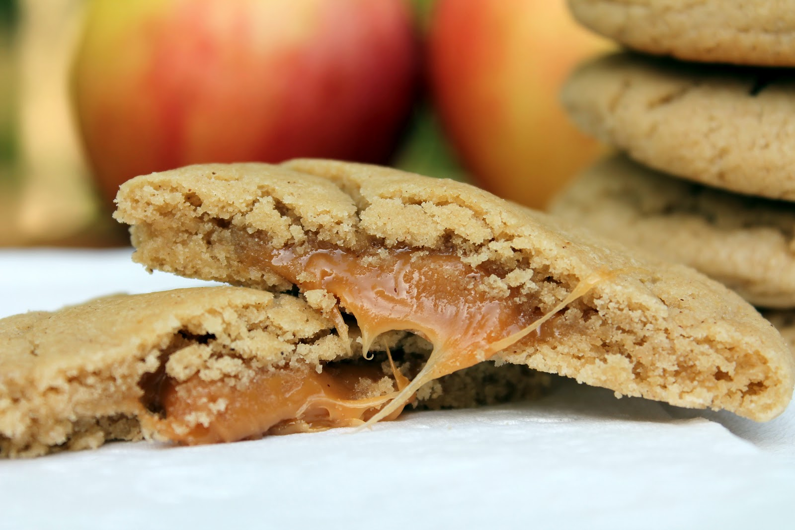 Bakestravaganza: Apple Cider Caramel Filled Cookies