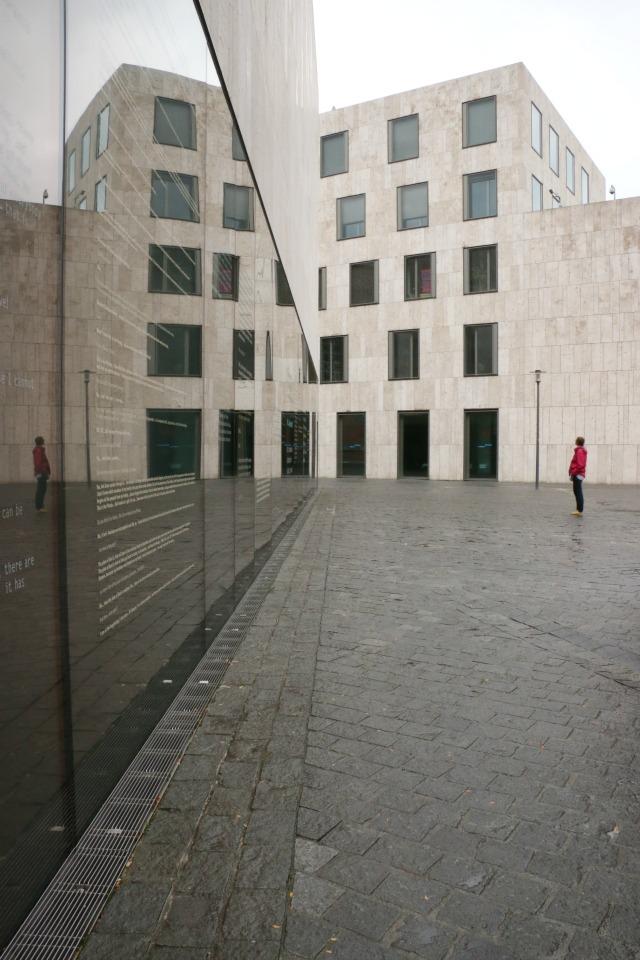 Blick auf das jüdische Museum in München Frühstück bei Emma in München unterwegs