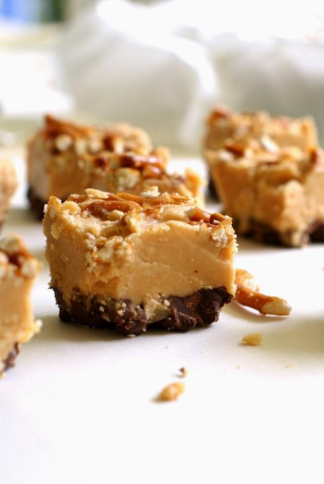 Chocolate Peanut Butter Pretzel Fudge | thetwobiteclub.com
