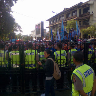 demo buruh bandung