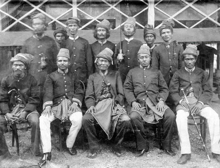 Sejarah Aceh, Jangan Salahkan Ulee Balang Dalam Perang Cumbok