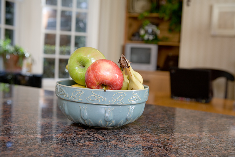 Kitchen world the best for your kitchen cookie jars for for Apple themed kitchen ideas