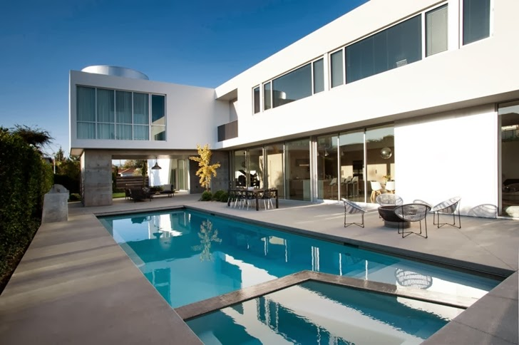 Terrace and swimming pool in the Luxury modern family home in Venice, California