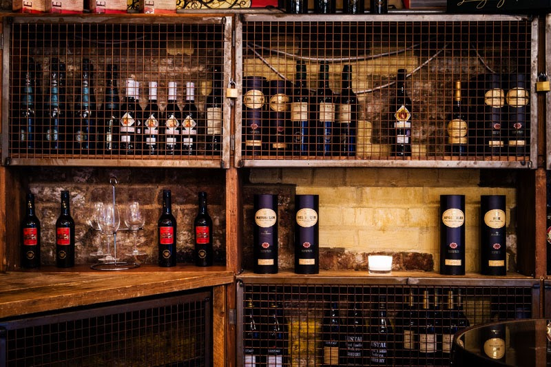 Botellas de Vino en Bar Pepito