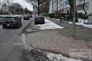 """Fake-Winterdienst: """"Geräumter Radweg"""" Barmbeker Straße"""