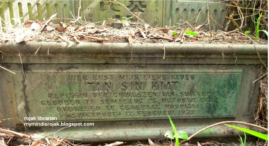 Tan Sin Kiat tomb with inscription in Dutch