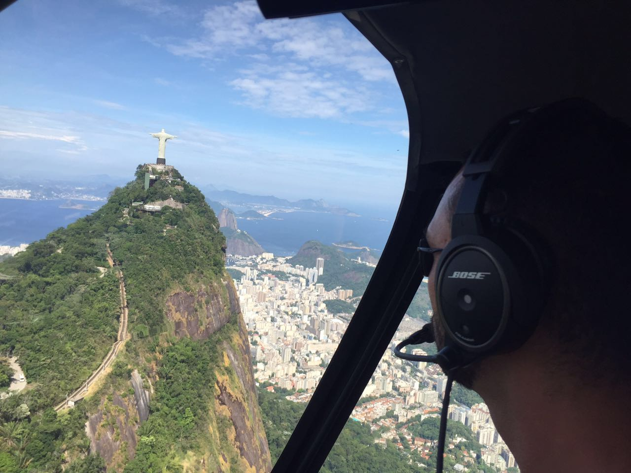 Passeio de helicóptero no Rio.