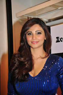 Daisy Shah Spotted with Elli Avram and Hasleen Kaur Sizzling Pics
