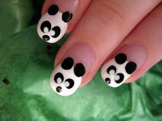 Unhas decoradas com pandas