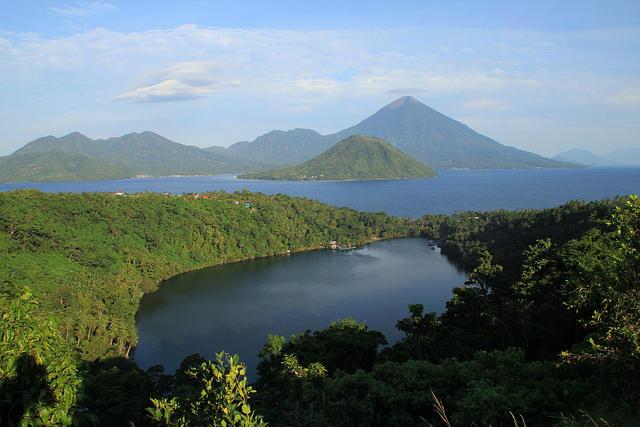 Wilayah Indonesia bab timur memang mempunyai daerah Danau Laguna - Wisata Kota Ternate