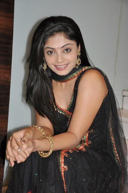 shikha in padam paarthu kathai sol movie glamour  images