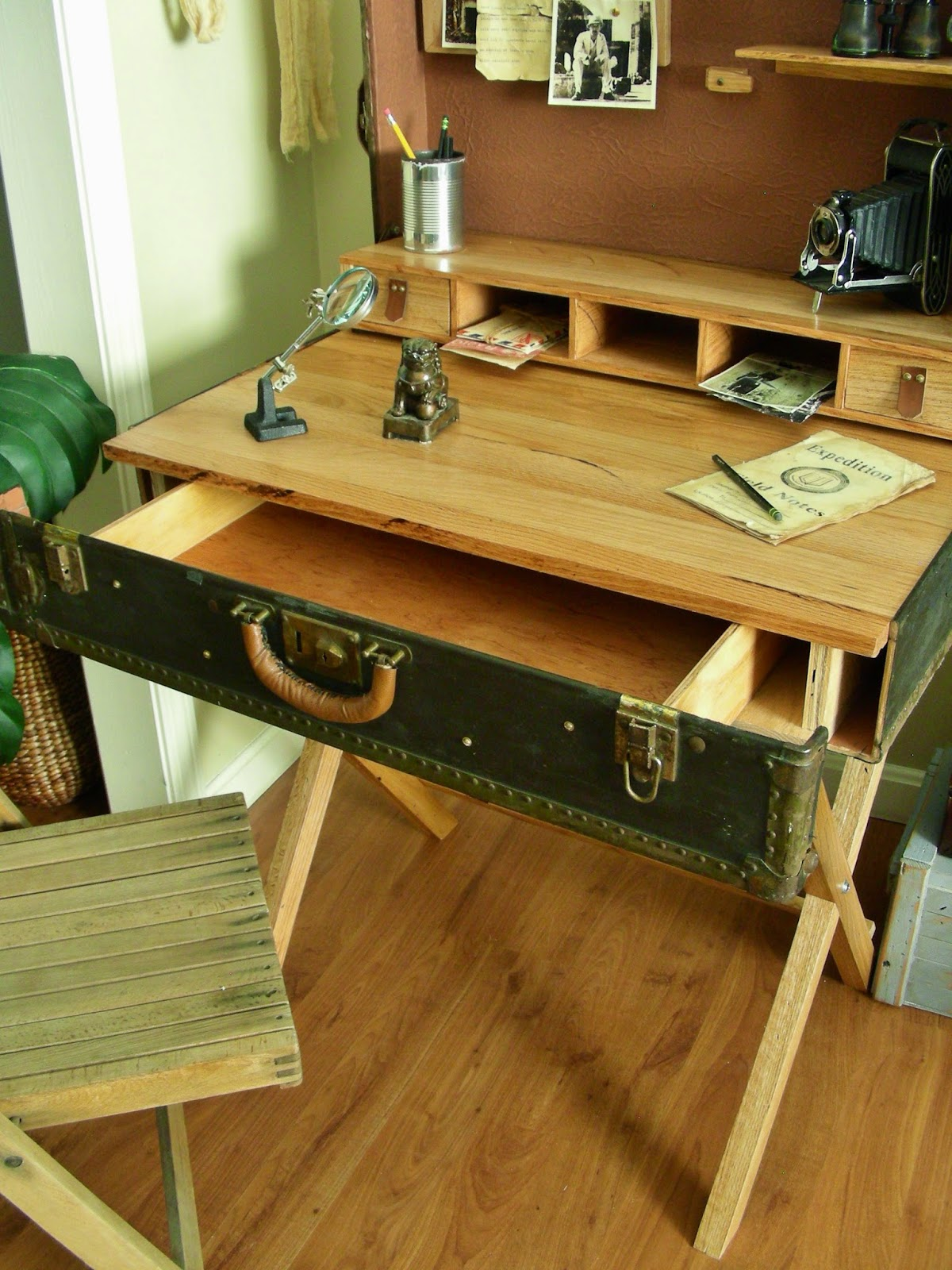 Destinations vintage upcycled repurposed stuff for Table valise