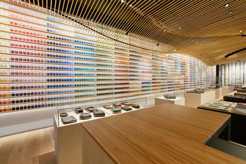 Diseño e interiorismo de una tienda de pigmento y artes de Tokio ...