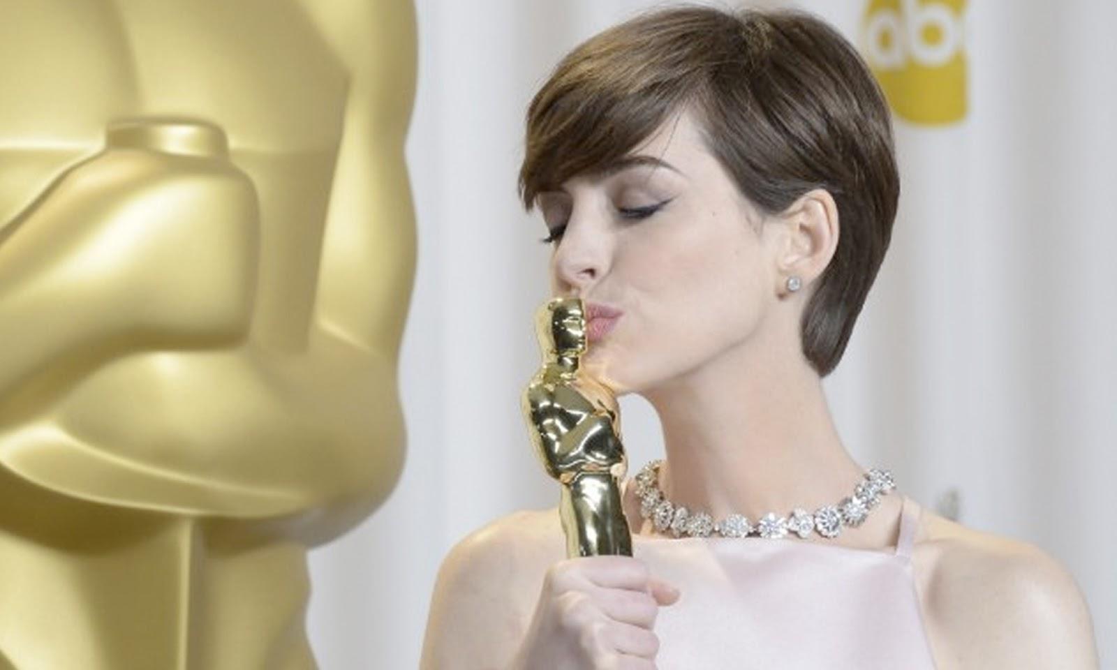 http://3.bp.blogspot.com/-VBmbjLZp22s/USvjx4nB_aI/AAAAAAAARNc/sj1xxbadq7U/s1600/Oscar+2013+-+Anne+Hathaway+(melhor+atriz+coadjuvante).jpg