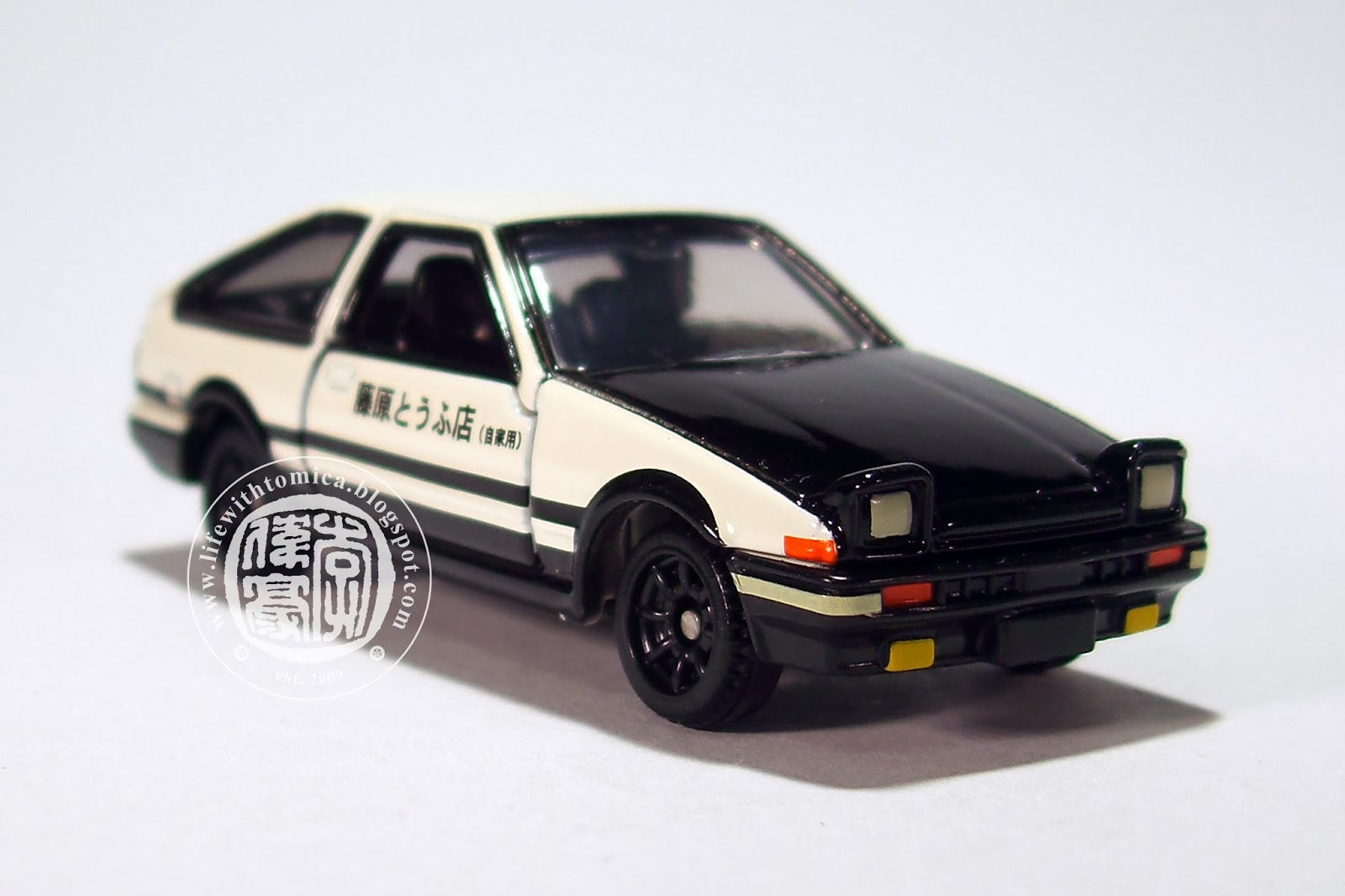 life with tomica initial d ae86 trueno toyota sprinter trueno 1 61. Black Bedroom Furniture Sets. Home Design Ideas
