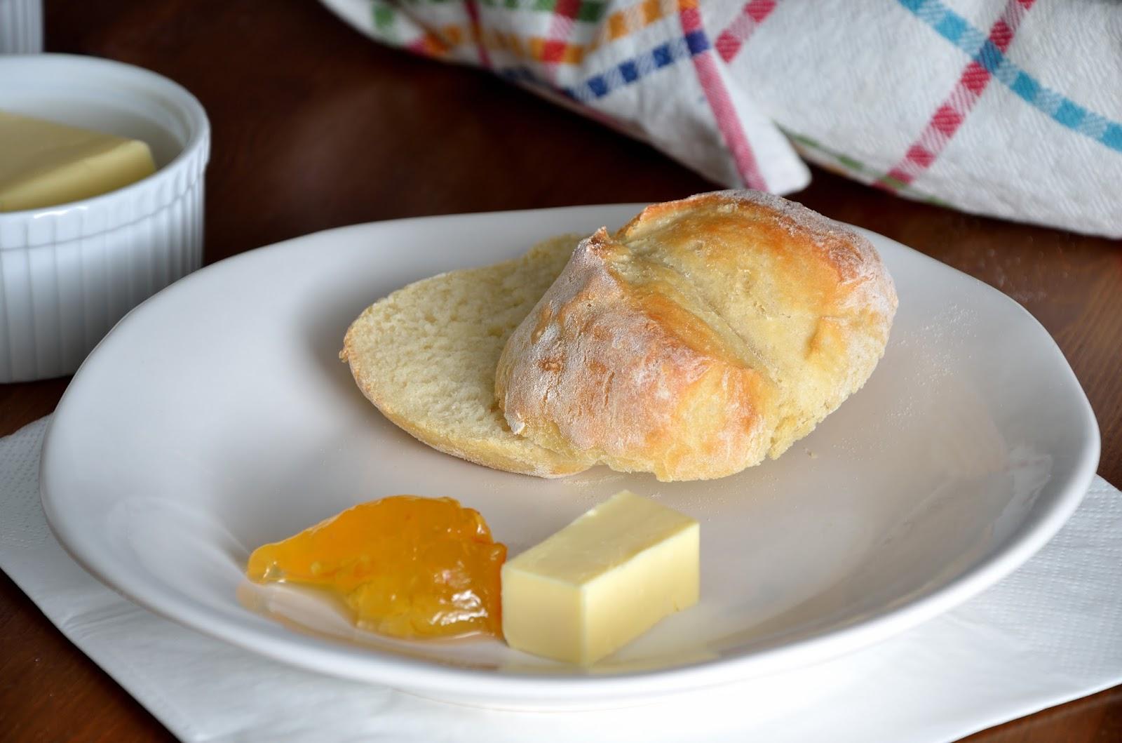 Bułki poznańskie, śniadaniowe z przedziałkiem