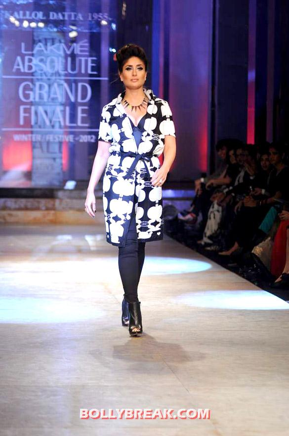 Kareena Kapoor - (4) - Kareena Kapoor walks at Lakme Fashion Week 2012 grand finale