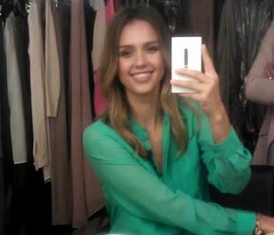 jessica alba sexy selfie