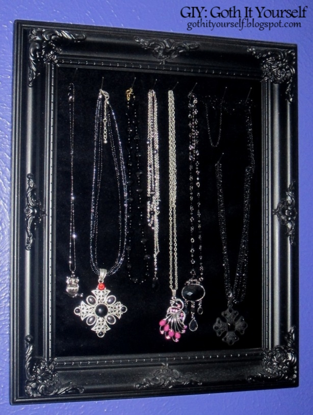 Giy goth it yourself easy and inexpensive diy jewelry display easy and inexpensive diy jewelry display solutioingenieria Images