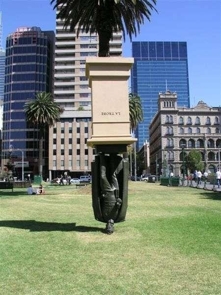 أغرب 10 تماثيل فى العالم Wfeet-com6e1854da6a
