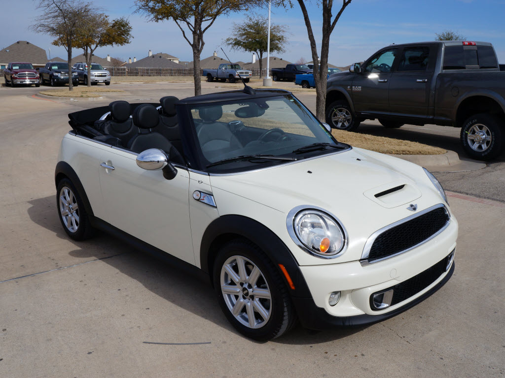 2011 mini cooper s convertible has 48k miles tdy sales 817 243 9840 texas car. Black Bedroom Furniture Sets. Home Design Ideas